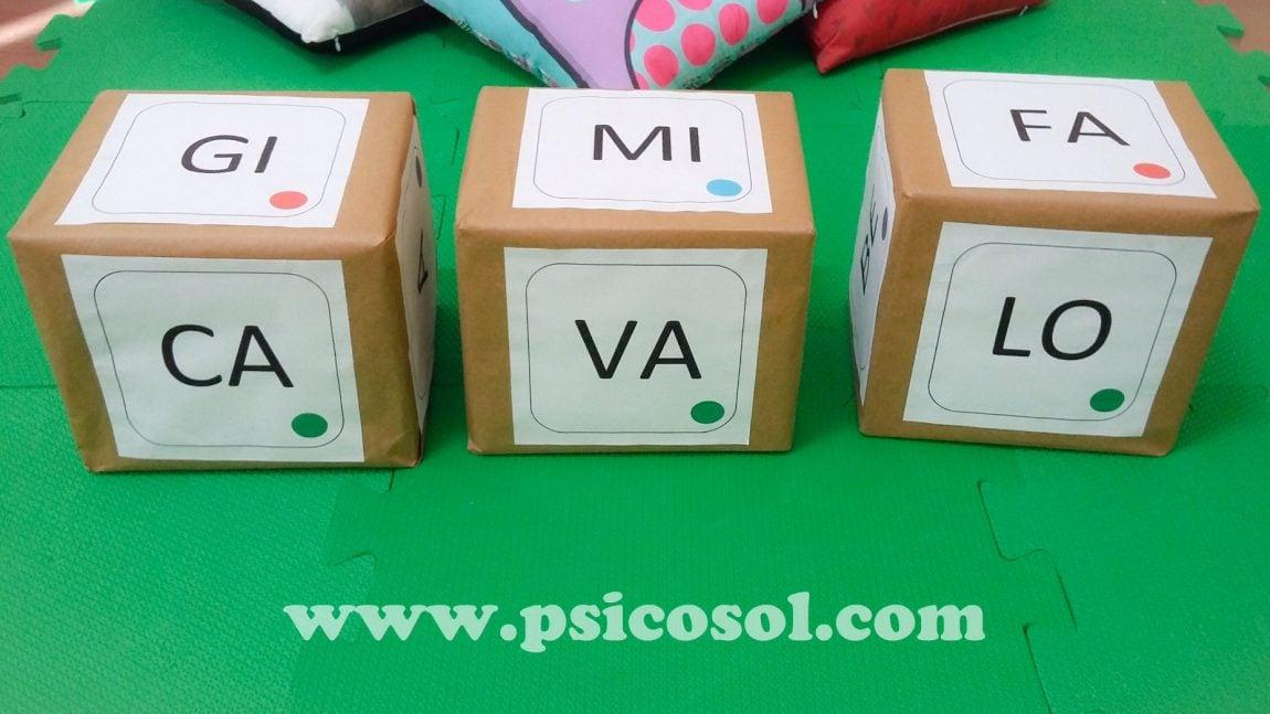 Cubos com sílabas